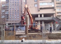 Продолжаем монтаж шпунтового ограждения на ул. Карбышева
