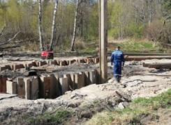 Монтаж шпунта Ларсена длинной 12 метров.