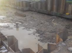 Шпунтовое ограждение котлована под строительство очистных сооружений.